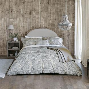 William Morris Wandle in Grey Bedding
