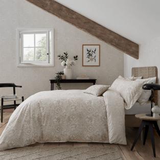 William Morris Pure Poppy in Ecru Bedding
